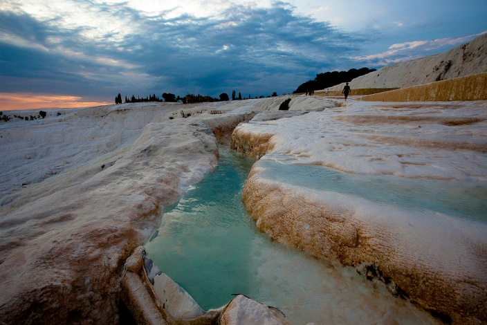 Pamukkale Turkey : The Cotton Castle & Ruins of Hierapolis